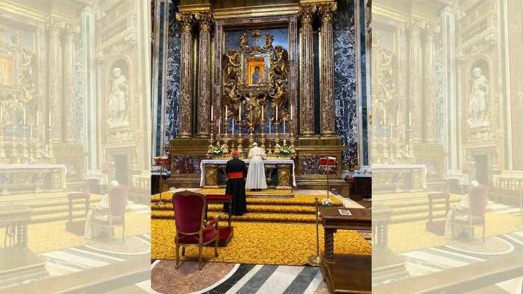 Pope prays in Saint Mary Major for his trip to Asia